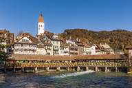 Switzerland, Canton of Bern, Thun, river Aare, old town with parish church and sluice bridge - WDF04427
