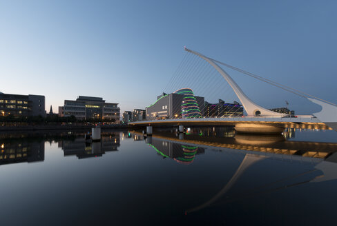 Ireland, Dublin, Samuel Beckett Bridge, river Liffey in the evening - SJF00210