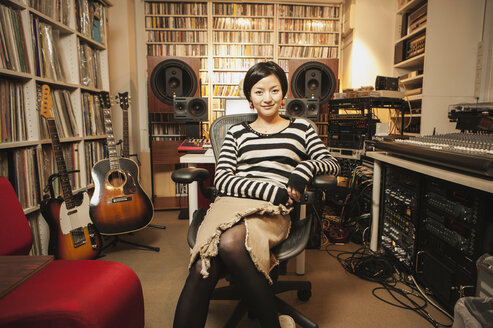 Portrait of confident woman sitting in music studio - FSIF00304