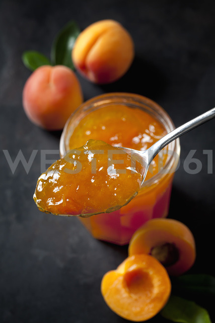 Spoon of apricots jam, close-up - CSF28913