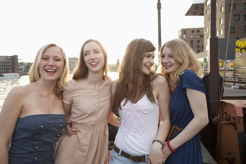 Four female friends standing side by side, Spree River, Berlin, Germany - FSIF00481