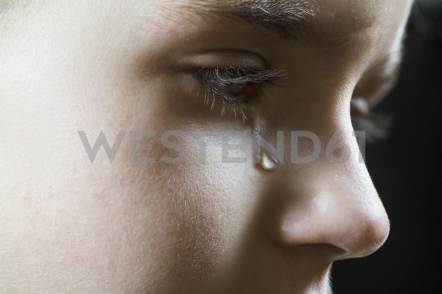 Close-up of a girl shedding a tear - FSIF00613