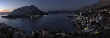 Greece, Kalymnos, coastal town at night - ALRF00918