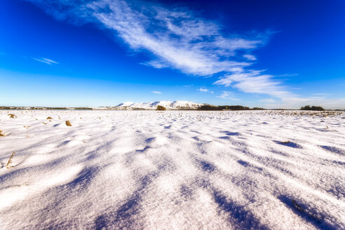 United Kingdom, Scotland, Highlands, Fife, Loch Leven, snow in winter - SMAF00924
