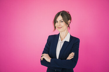 Portrait of confident businesswoman in front of pink wall - MOEF00849