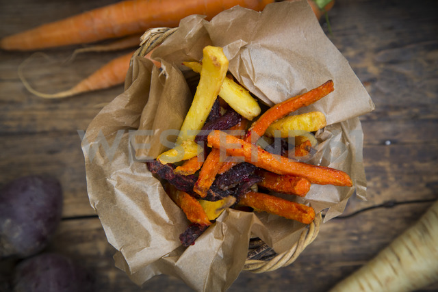 Organic beetroot, carrot and parsnip fries - LVF06710