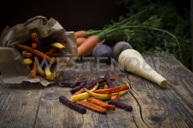 Organic beetroot, carrot and parsnip fries - LVF06713