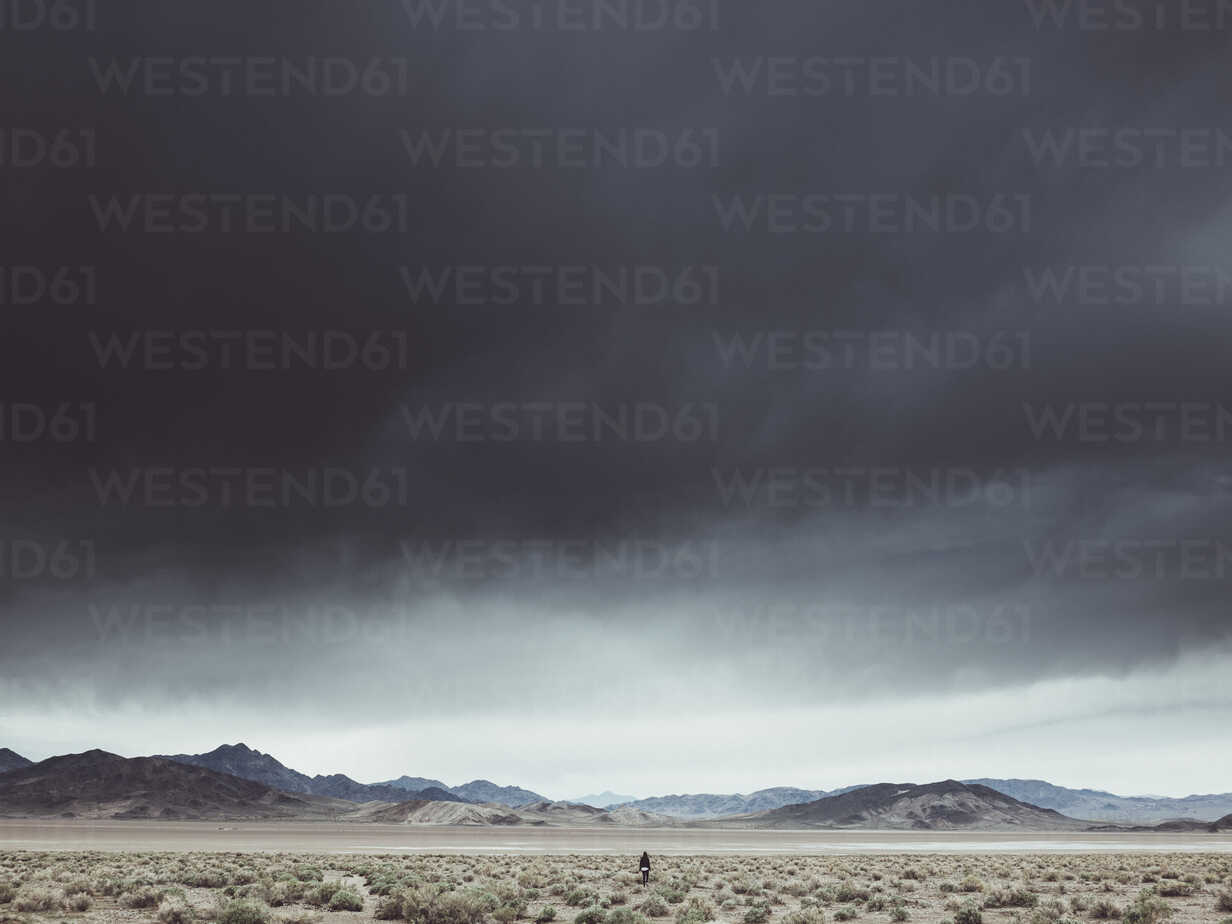 Scenic view of dramatic landscape against cloudy sky, Death Valley Road, California, USA - FSIF01815 - fStop/Westend61