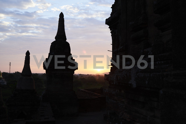 Myanmar, archaelogical site of Bagan, silhouettes at sunrise - IGGF00431