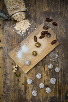 Bliss Balls with dates, pistachio, oat flakes and coconut flakes - LVF06722