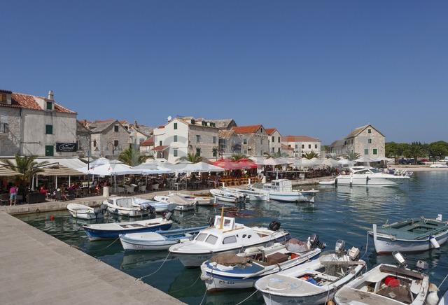 Croatia, Dalmatia, Primosten, harbour, fishing boats, restaurants - WWF04159