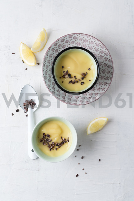 Lemon mousse with cacoa nibs - MYF02011