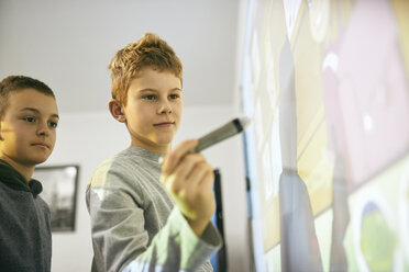 Students in class at interactive whiteboard - ZEDF01194