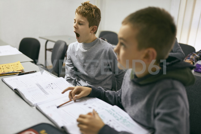 Students learning in class with boy yawning - ZEDF01206
