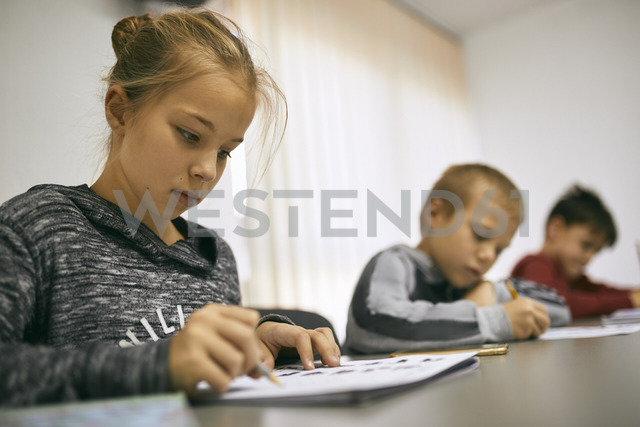 Students learning in class - ZEDF01212