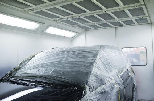 Car inside a paint booth in a repair garage - RAEF01970