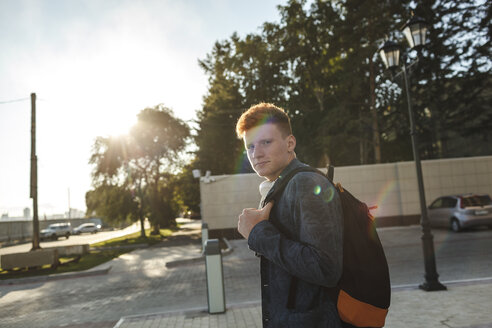 Portrait of redheaded young man outdoors on the street - VPIF00362