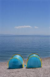Croatia, Istria, Adria, Kvarner Gulf, Moscenicka Draga, beach with tents, sun protection - WWF04193