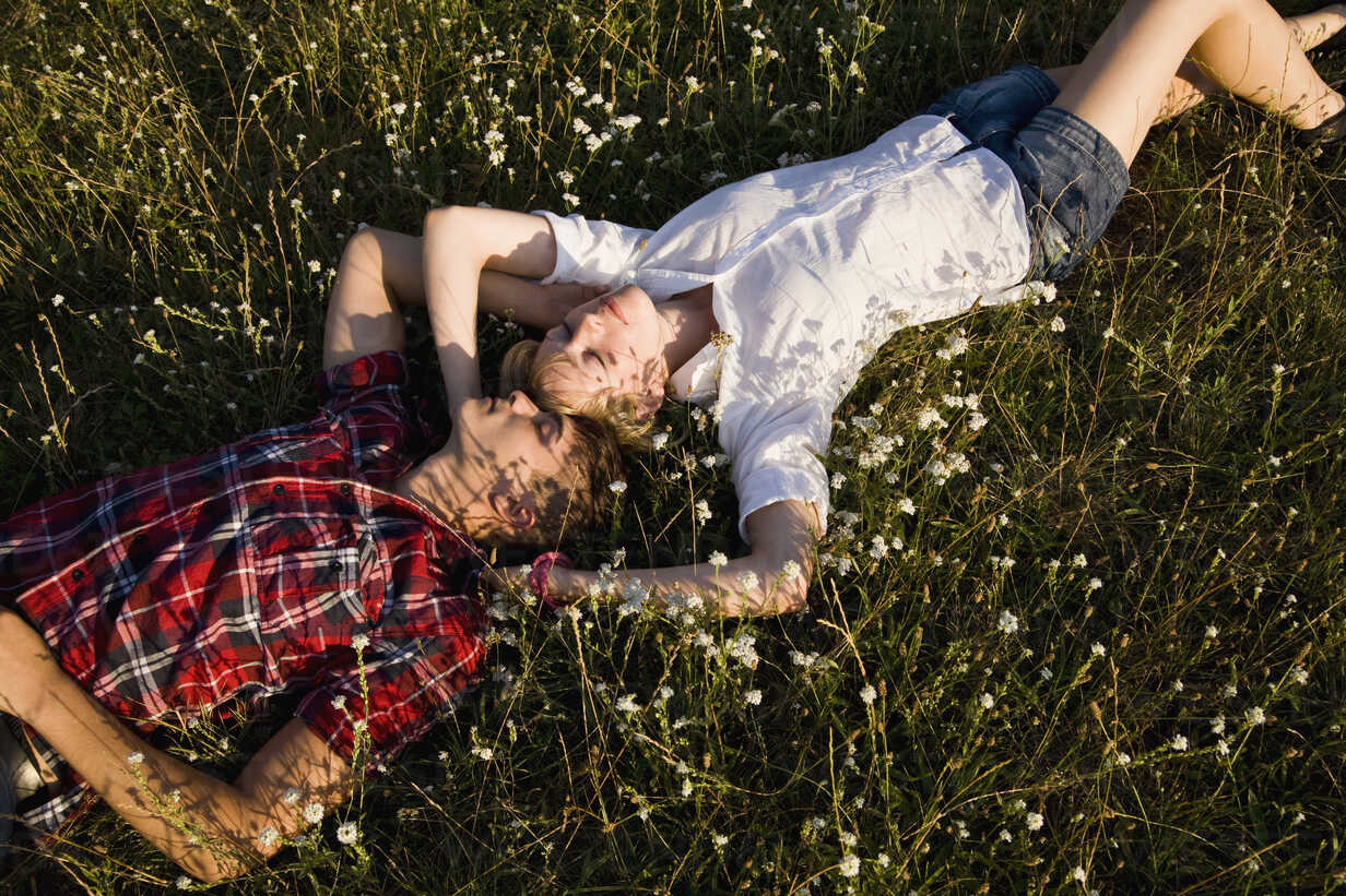 A young couple napping in a field - FSIF02721 - fStop/Westend61
