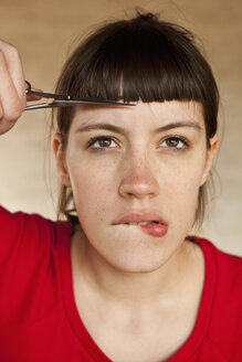 A woman trimming her own bangs - FSIF02781