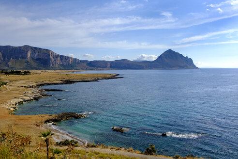 Italy, Sicily, Province of Trapani, San Vito lo Capo, Coast Contrada Salinella with Monte Cofano - LBF01785