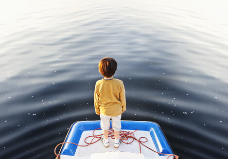 A boy standing at the edge of a floating jetty - FSIF02849