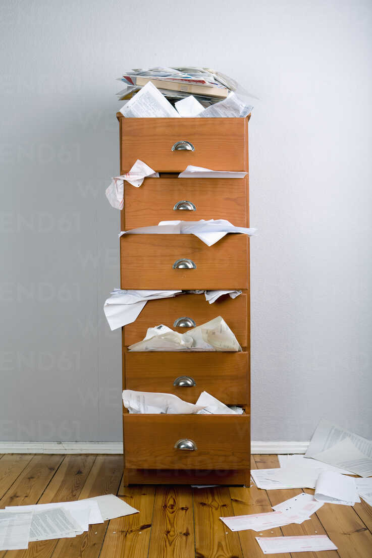 A cabinet stuffed with overflowing papers - FSIF02864 - fStop/Westend61