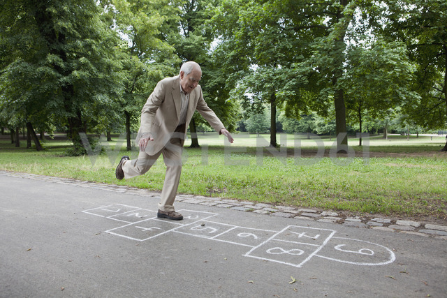 Senior man playing hopscotch in the park - FSIF02882 - fStop/Westend61