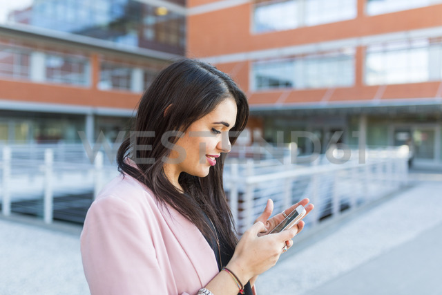 Young businesswoman with her smartphone in the city - WPEF00146
