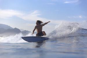 Indonesia, Sumatra, surfer on a wave - KNTF00982
