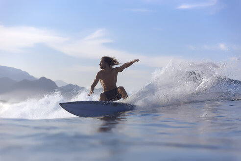 Indonesia, Sumatra, surfer on a wave - KNTF00982
