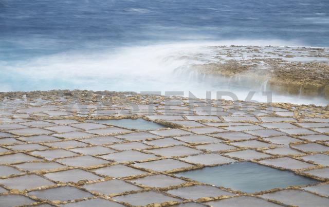 Malta, Gozo, salt pans - FCF01356