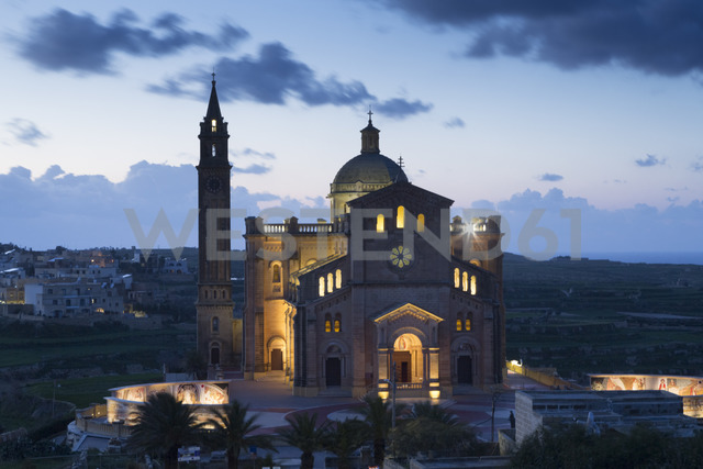 Malta, Gozo, Basilica Ta' Pinu, national shrine, blue hour - FCF01362