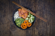 Sushi-Bowl with salmon, avocado, cucumber, rice and carrot - LVF06741