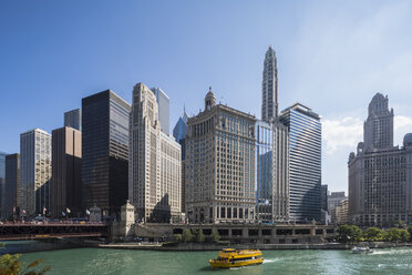 USA, Illinois, Chicago, Chicago River, Wyndham Grand Chicago Riverfront - FOF09939