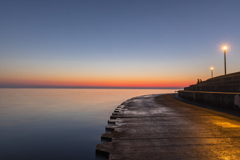 USA, Illinois, Chicago, Lake Michigan, pier at sunrise - FOF09948