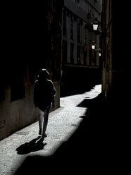 Spain, Palma de Mallorca, woman walking in alley - EJWF00857