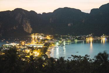 Thailand, Phi Phi Islands, view over Ko Phi Phi at dusk - KKAF00880
