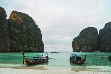 Thailand, Phi Phi Islands, Ko Phi Phi, moored long-tail boats - KKAF00883