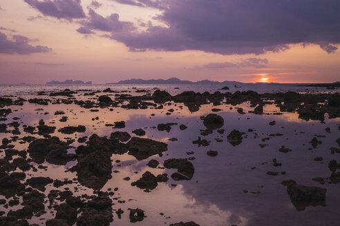 Thailand, Phi Phi Islands, Ko Phi Phi, purple sunset on the beach - KKAF00904