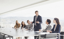 Businessman leading meeting in conference room - CAIF00004