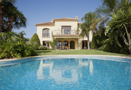Luxury swimming pool and Spanish villa - CAIF00352