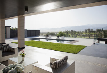 Luxury patio overlooking swimming pool and mountains - CAIF00388