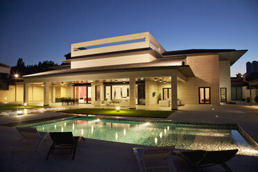 Luxury house and swimming pool illuminated at night - CAIF00391