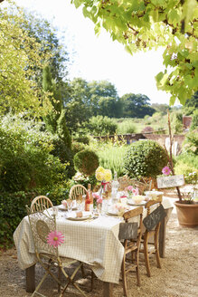 Table set for outdoor wedding reception - CAIF00758