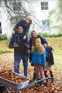 Family smiling together outdoors - CAIF00923