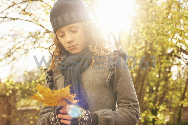 Girl carrying autumn leaf outdoors - CAIF00926 - Moretti/Viant/Westend61