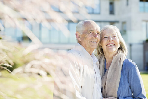 Older couple smiling outdoors - CAIF02168