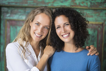 Portrait of two smiling women side by side - SBOF01439