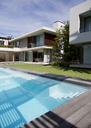 Modern house and swimming pool - CAIF03679